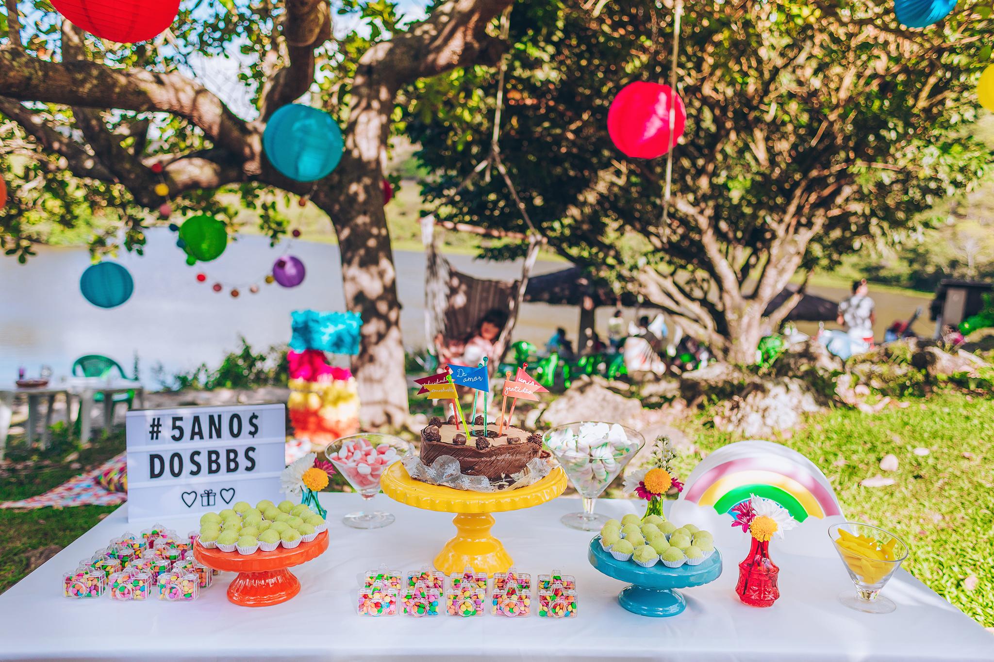 festa colorida ao ar livre